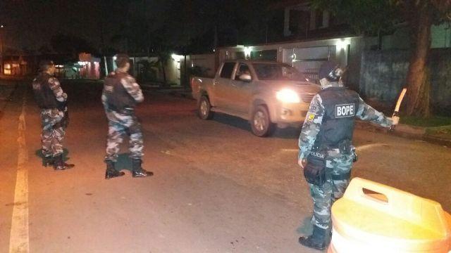 Policiais ocupam diferentes áreas da cidade durante o fim de semana. Fotos: Olho de Boto