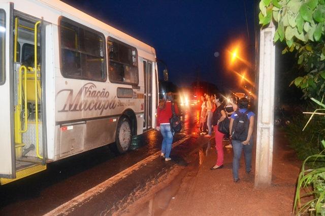 Chegar até o Ceap para quem desce de ônibus é tarefa de risco na Duca Serra