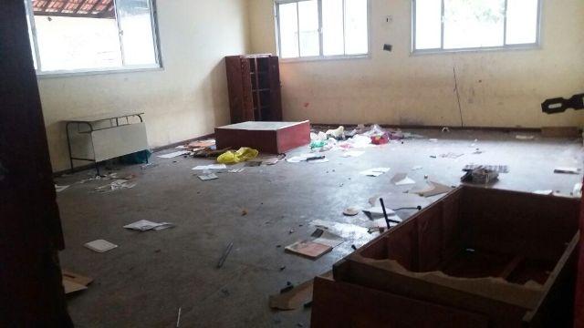 Local foi depredado após ser abandonado por escola. Fotos: André Silva