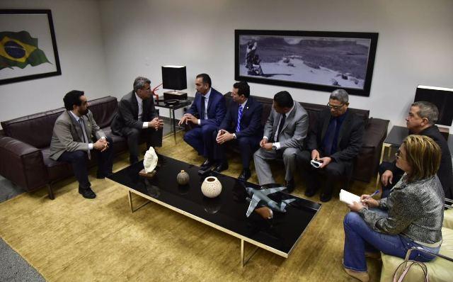 Comitiva amapaense no encontro com autor da PEC 199. Fotos: Secom/divulgação