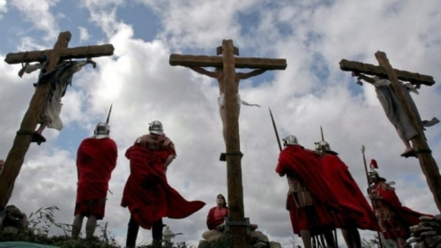 Representação da crucificação. Imagem: abiblia.org