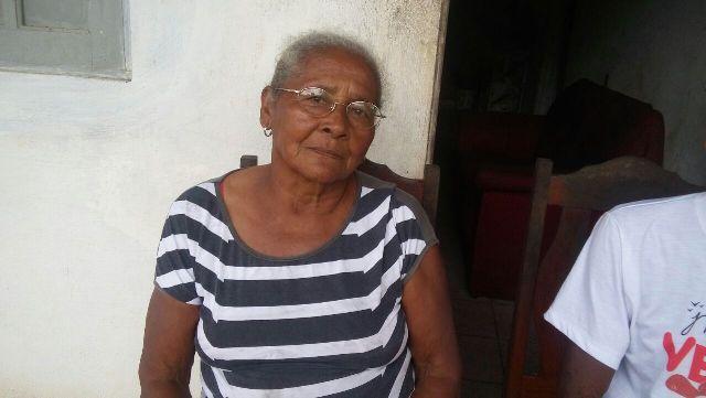 Dona Raimunda: durante festas, moradores são impedidos por seguranças de andarem na rua da própria casa