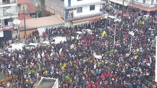 Manifestação na Avenida Genenral De Gaulle, em Caiena, na semana passada. Foto: reprodução