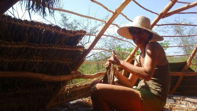 Cobrindo uma tapera no Ceará
