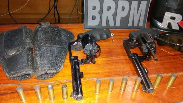 Revólveres usados pelos bandidos...