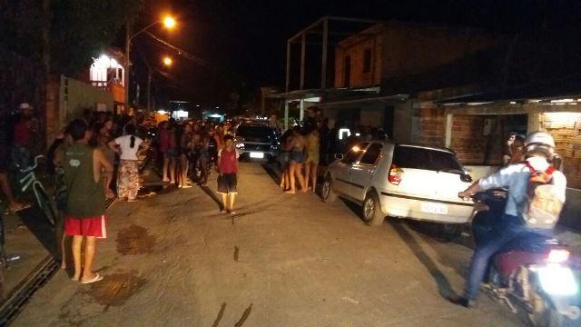 O segundo homicídio da noite ocorreu no Bairro das Pedrinhas. Fotos: Olho de Boto