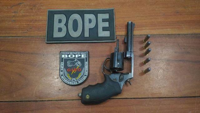 Arma encontrada com um dos elementos escondido no forro da OAB