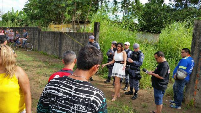 Polícia no local onde o corpo foi encontrado no dia 15