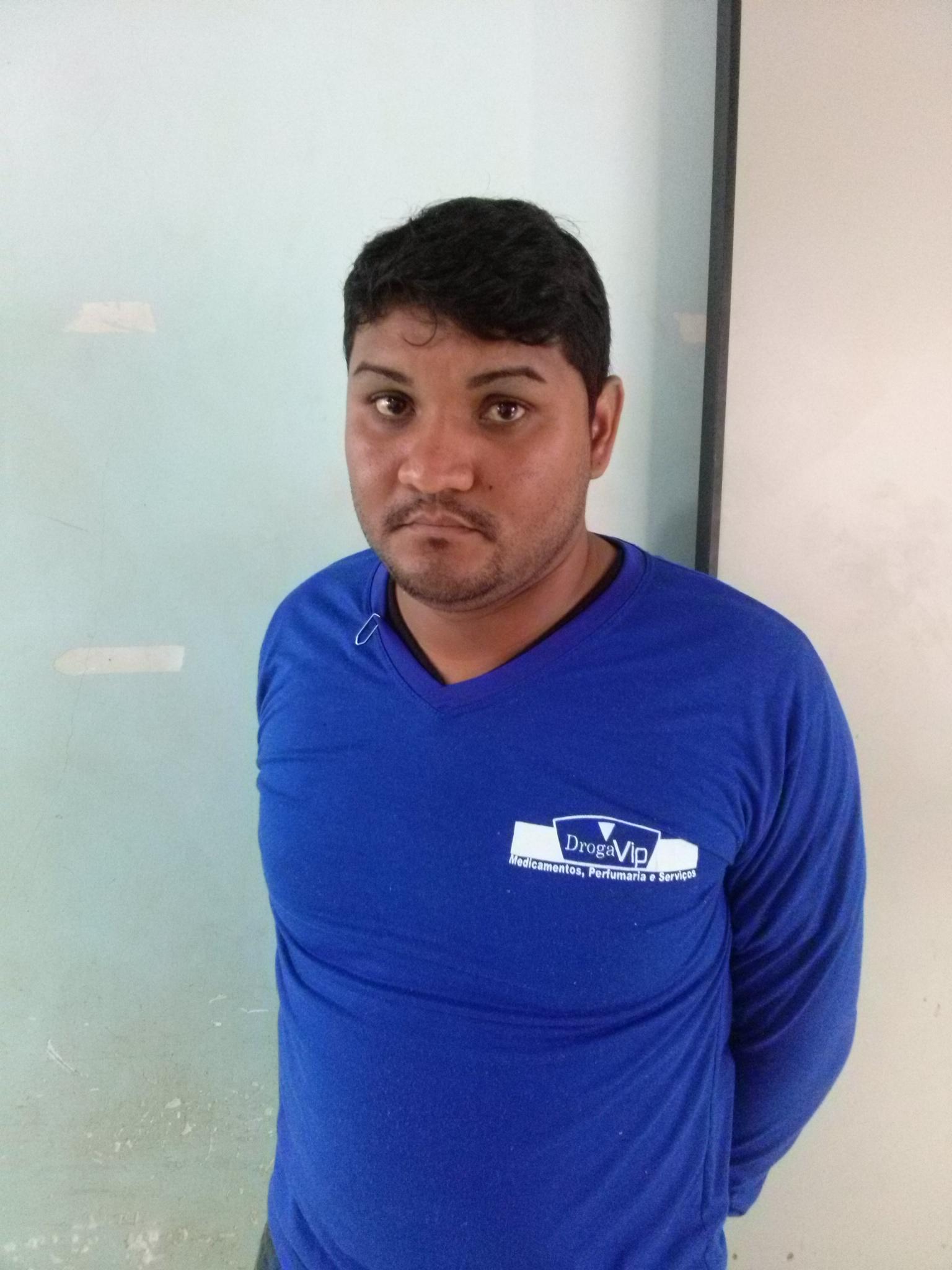 Funcionário de drogaria assaltada é preso acusado de repassar informações a bandidos