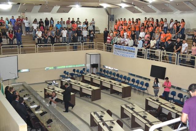 Com apenas 2 deputados em plenário, Assembleia inicia discussão sobre curso de medicina na Ueap