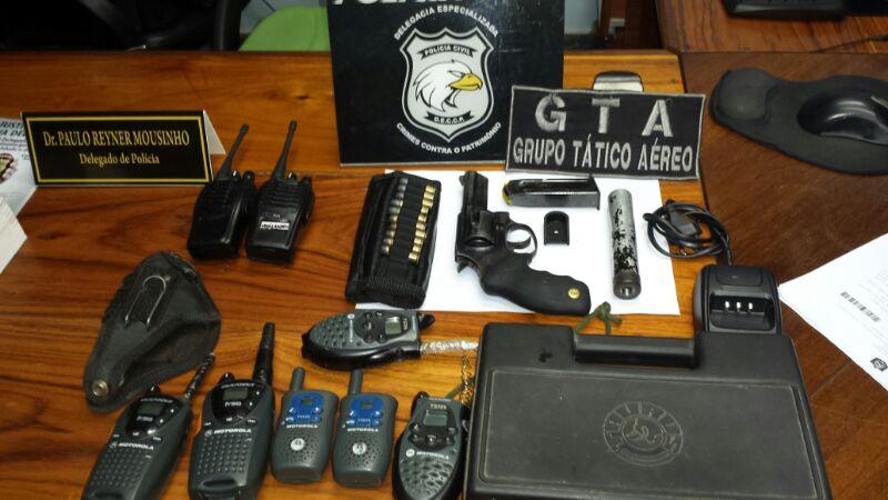 """""""Inspetor"""" de Instituto Florestal é preso com arma, silenciador e rádios de comunicação"""