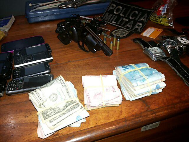 Polícia Militar prende assaltantes e recupera todo o dinheiro das vítimas, R$ 10 mil