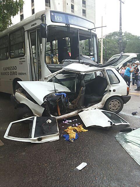 Depois de fim de semana violento no trânsito, taxista morre em colisão com ônibus nesta 2ª