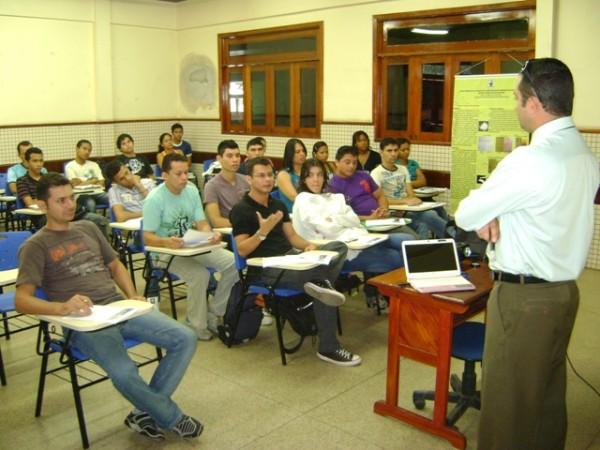 Ueap oferece 580 vagas para 12 cursos