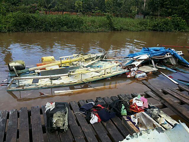 Quatro ficam feridos após explosão de barco