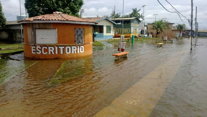 Rio Jari começa a inundar Vitória