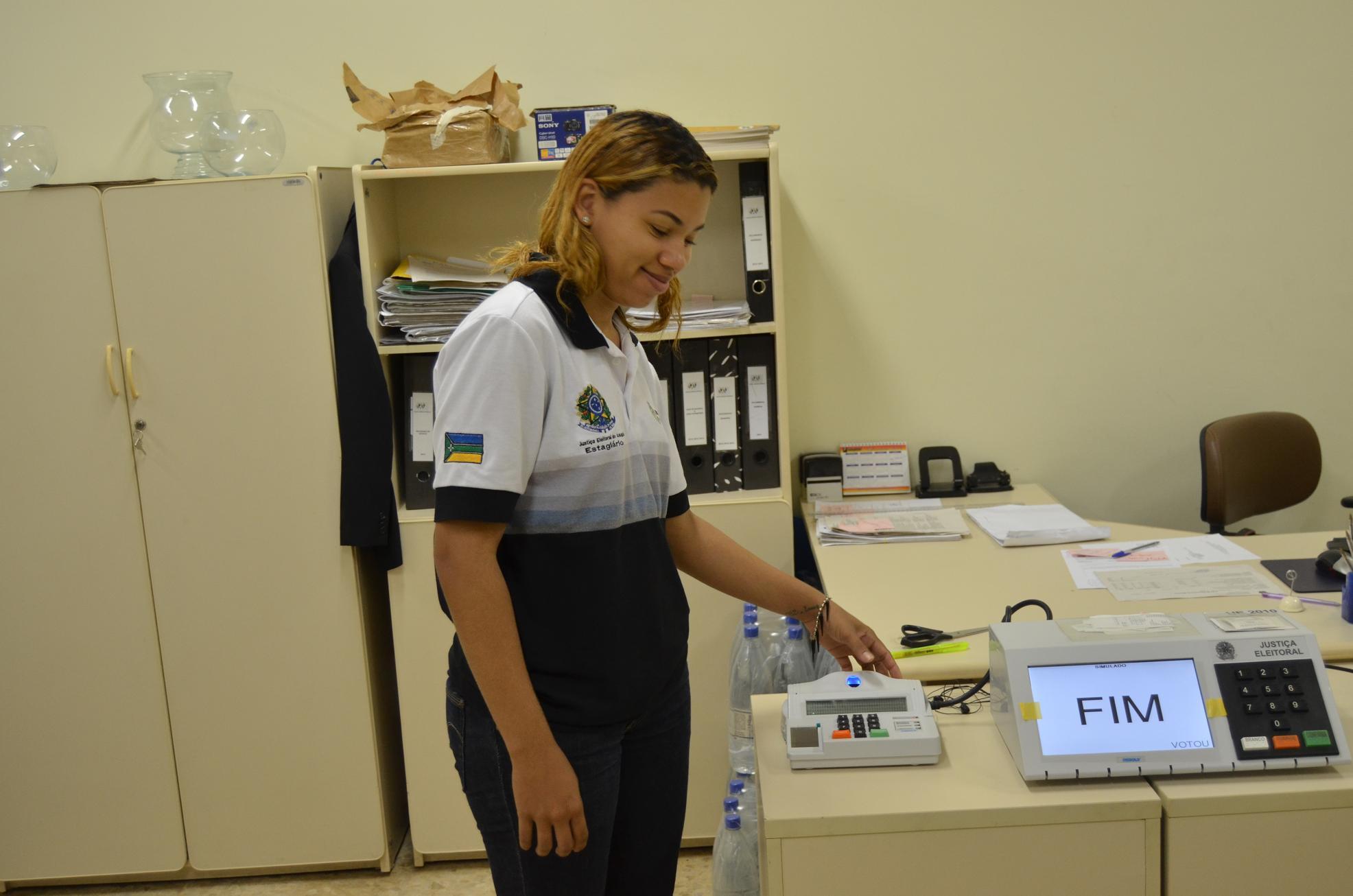 TRE simula eleição para testar urnas eletrônicas