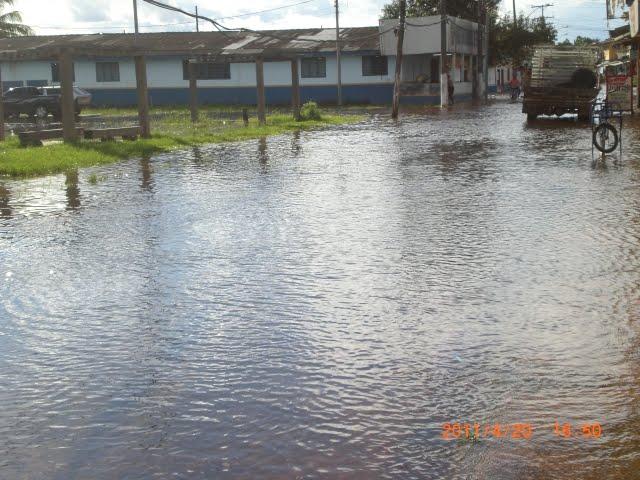 Cheia do Rio Jari começa a atingir as primeiras casas