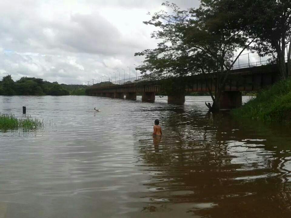 Rio Amapari está quase 3 metros acima do normal. E não para de chover