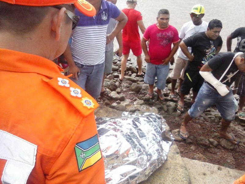 Rapaz que teria sido obrigado a pular na água por PMs morre afogado