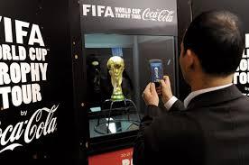 Taça da Copa no Amapá: pode chegar perto, mas bater foto….