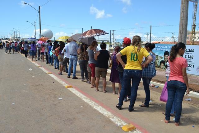 Segurança, desconforto e gigantescas filas na entrega do Macapaba