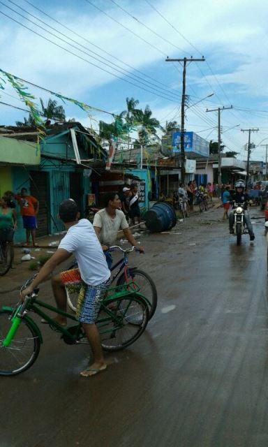 VÍDEOS gravados na hora da ventania revelam susto e estragos em Macapá
