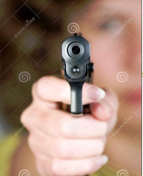 Homem leva tiro no nariz ao reagir a assalto