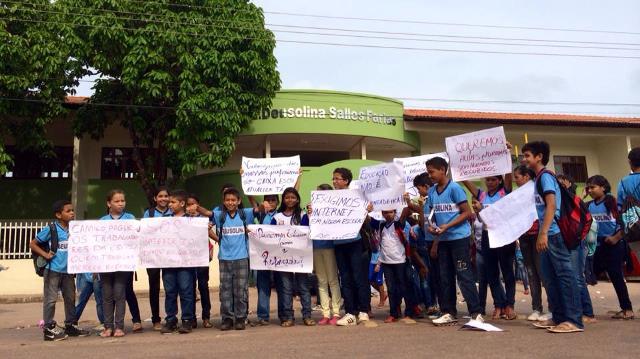 Estudantes declaram apoio a greve de serventes e merendeiras