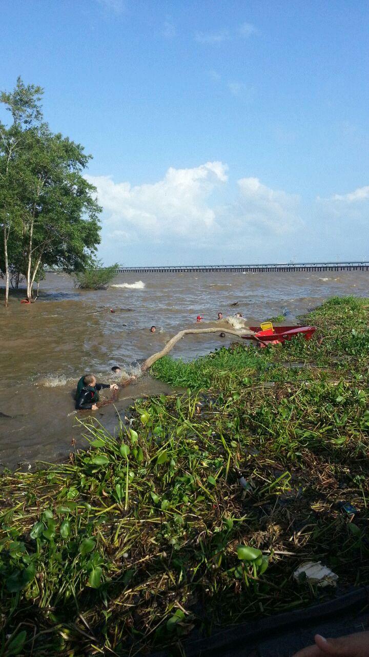 VÍDEO de bombeiro mostra rio agitado no dia do naufrágio
