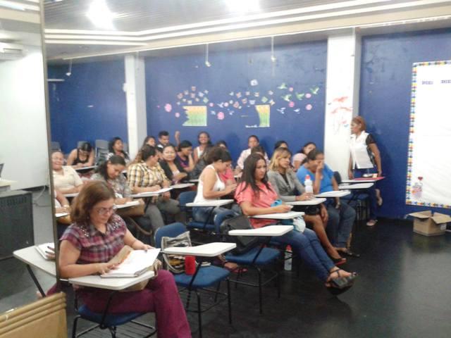"""Projeto quer tirar da """"escuridão"""" 17 mil analfabetos em Macapá"""