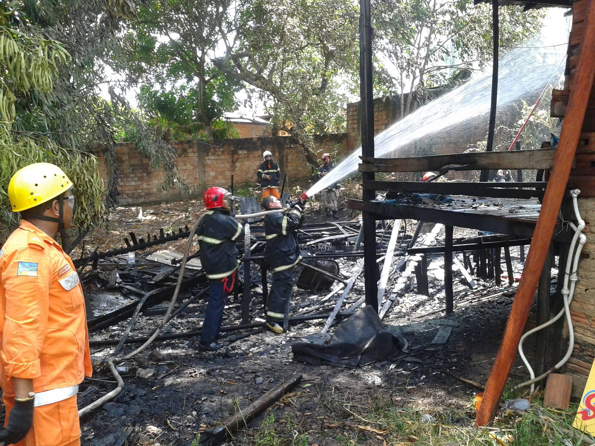 Crianças escapam de incêndio na Zona Sul