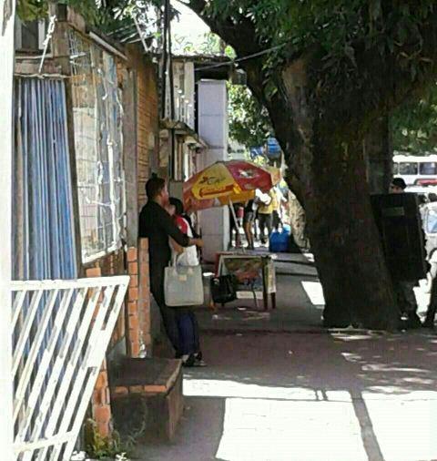 Homem mantém ex-esposa refém no Centro Comercial