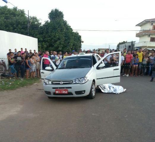 Bandidos atiram em passageiro e matam taxista