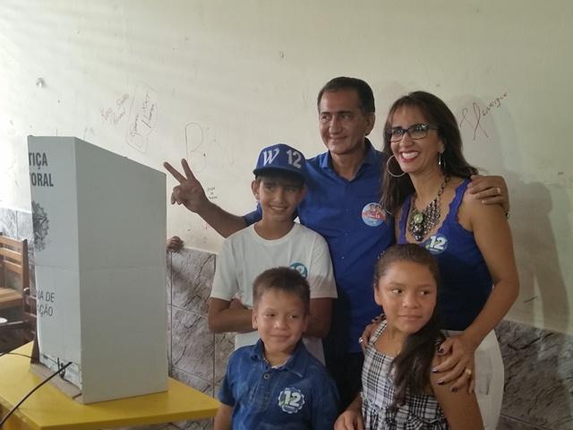 """""""Vamos pacificar o Estado e rechaçar a mentira"""", diz Waldez ao votar"""