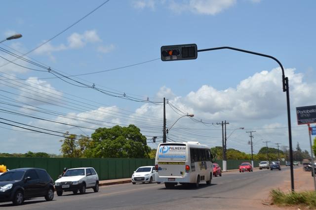 De 58 novos semáforos, só 9 estão funcionando