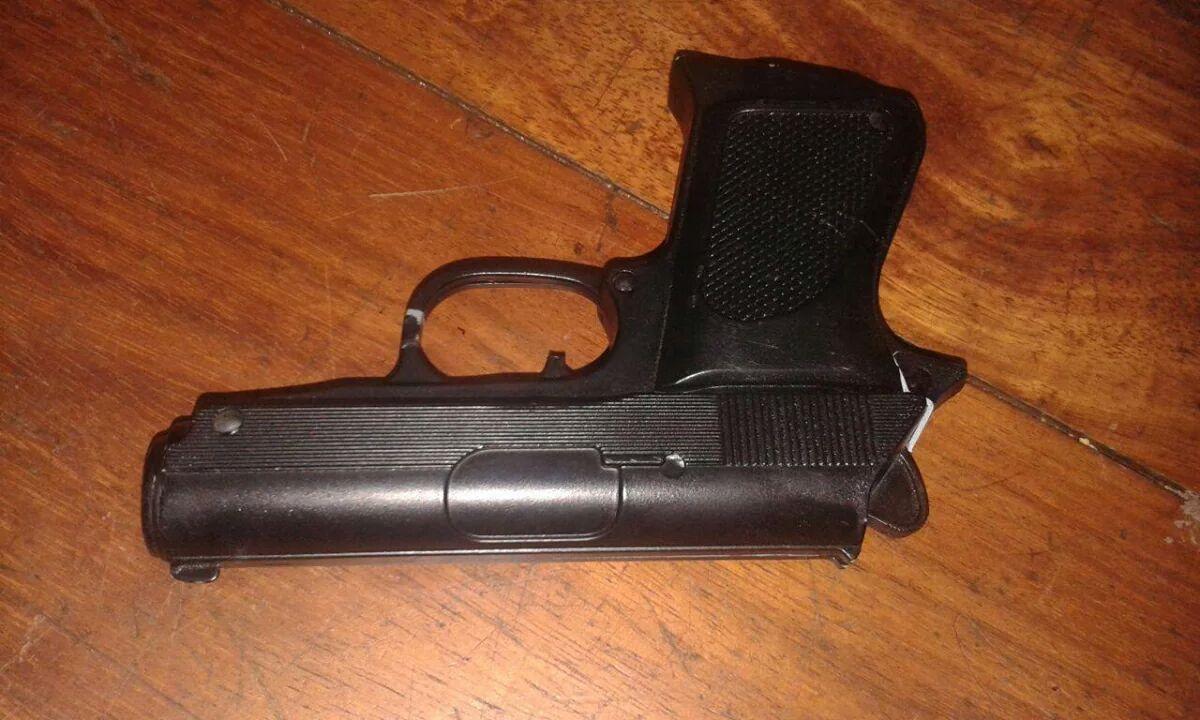 Assaltantes usavam arma de brinquedo