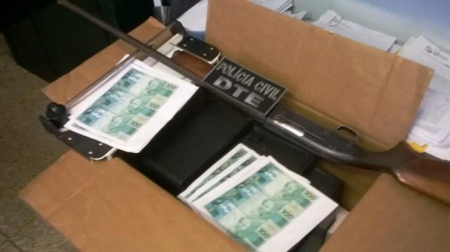 """Polícia fecha """"fábrica"""" de dinheiro no Araxá"""