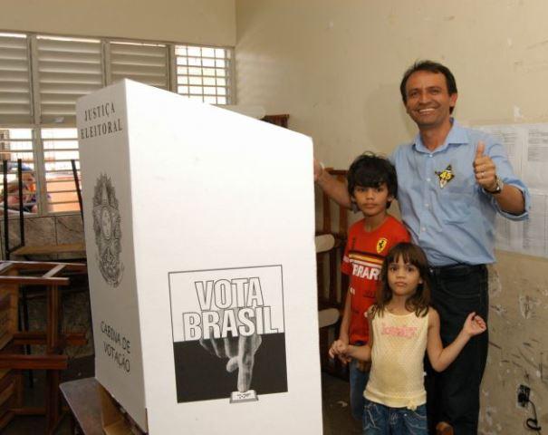 Jorge Amanajás vota e defende posição no 2º turno