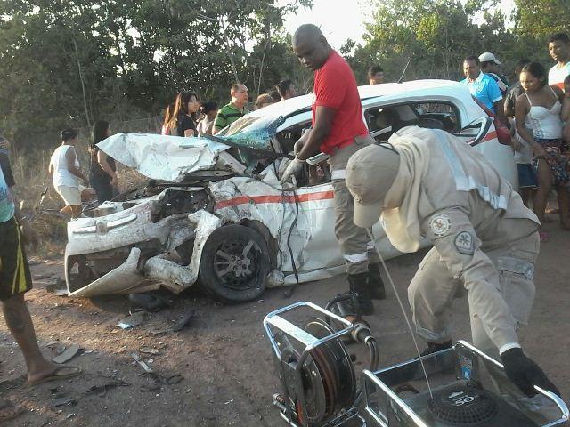 Carros batem de frente no KM-9; um deles tinha 6 crianças