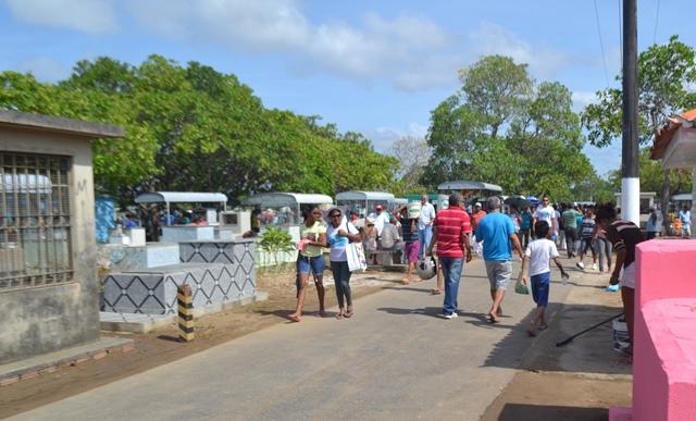 Cemitérios devem receber 60 mil visitantes neste domingo