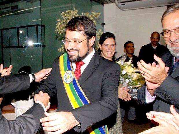 Ex-governador recebe prazo para explicar obras paralisadas