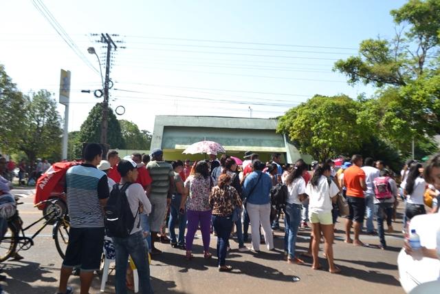 Crise financeira: protesto reúne categorias com salários atrasados