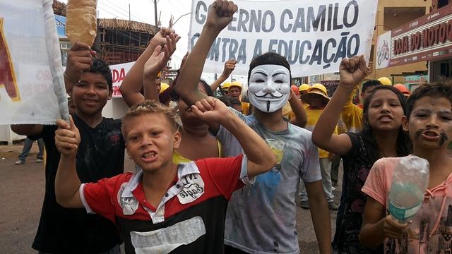 Obra de escola para, e alunos vão para as ruas