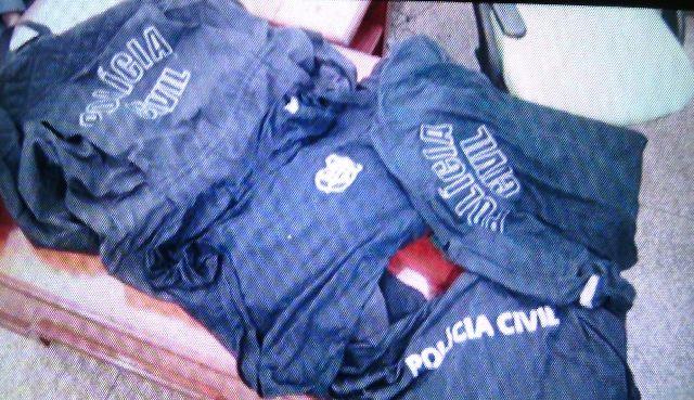 De novo: Uniformes da Polícia Civil são encontrados em casa de bandido