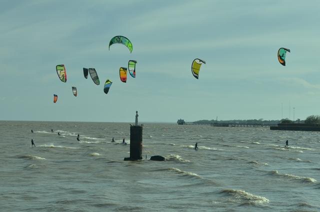 Velejadores desafiam o maior rio do mundo