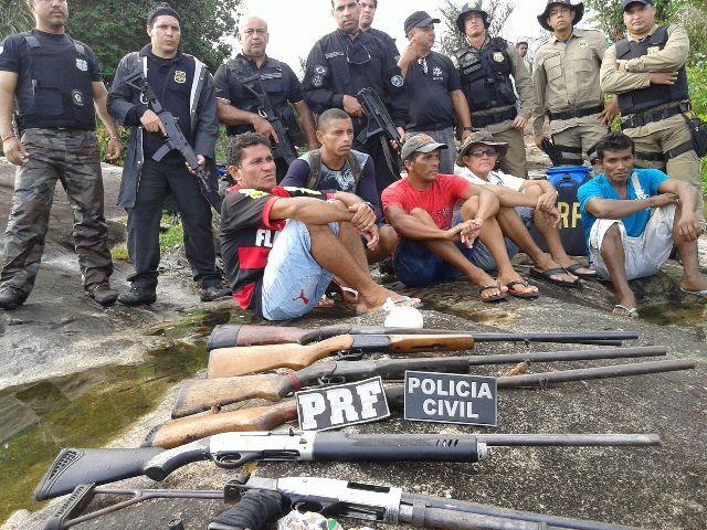 Oiapoque: Policiais amapaenses e franceses desarmam população de comunidade garimpeira