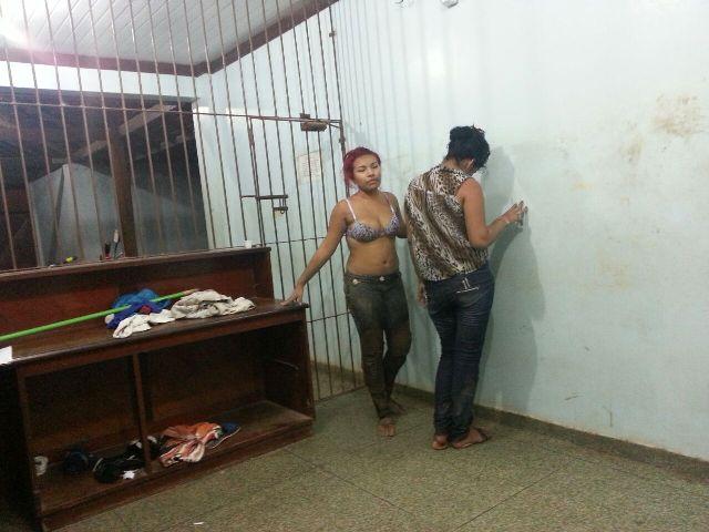 Princípio de linchamento: Mulheres acusadas de assalto são salvas pela polícia