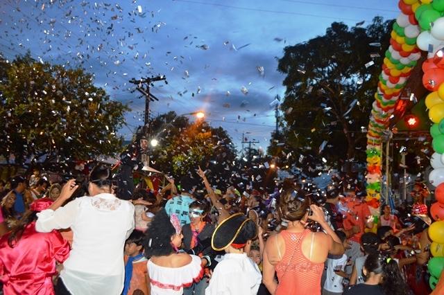 Resgatando a tradição: Hoje tem Batalha de Confetes no Largo dos Inocentes