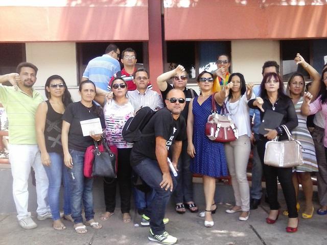 gabriel de almeida café: Professores protestam contra nomeação de diretor